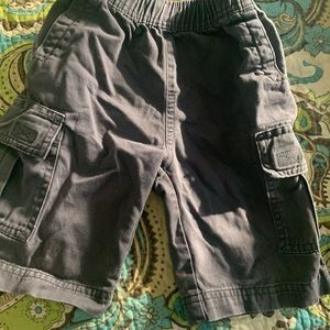 Cargo shorts with side pockets